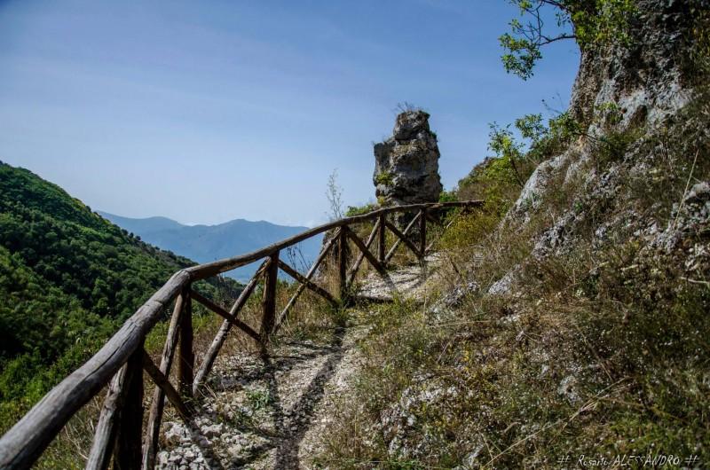 Locandina Le Grotte dei Saraceni - Percorso Trekking