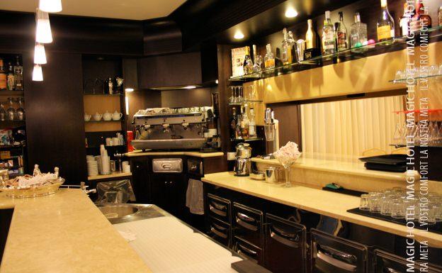 Foto interno bar bancone magic hotel