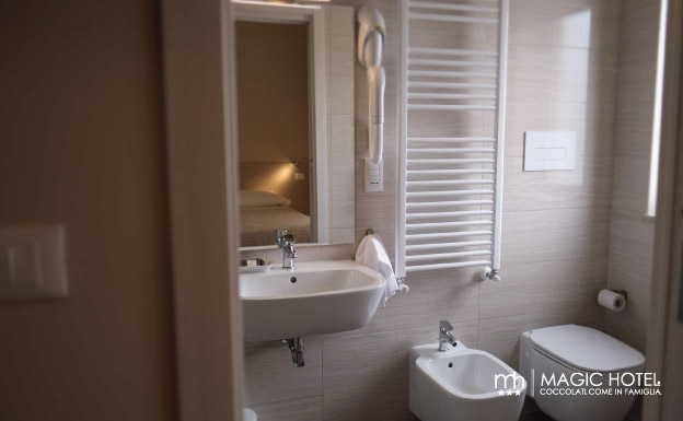 Foto bagno camera singola magic hotel uscita autostrada sala consilina