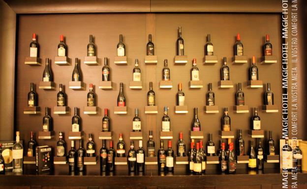 Foto vetrina vini doc ristorante