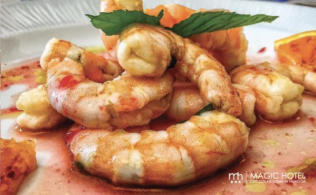 Foto piatto gamberi riduzione agrumi e campari ristorante vallo di diano