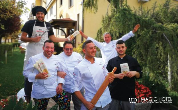 Foto staff cucina ristorante magic Vallo di diano tra Atena Lucana e Sala Consilina