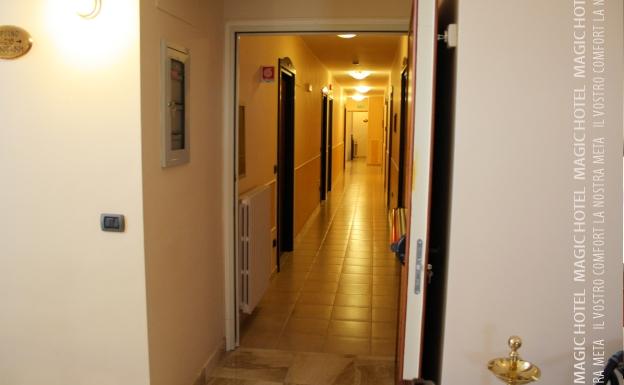 Foto corridoio camere magic hotel